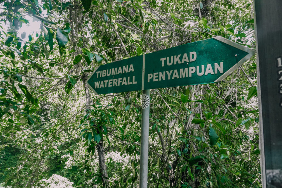 Signs to Tibumana waterfall