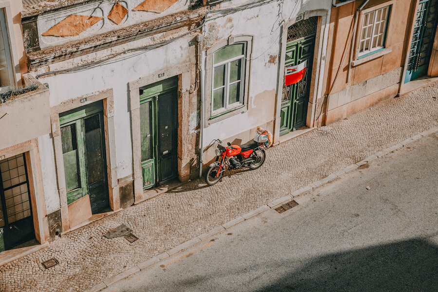 Up view of a street in Faro