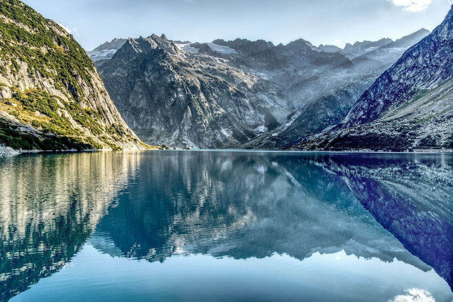 Glass like lake reflecting the moutains