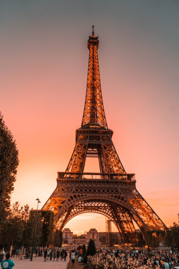 Romantic things to do in Pairs, Eiffel Tower at sunset