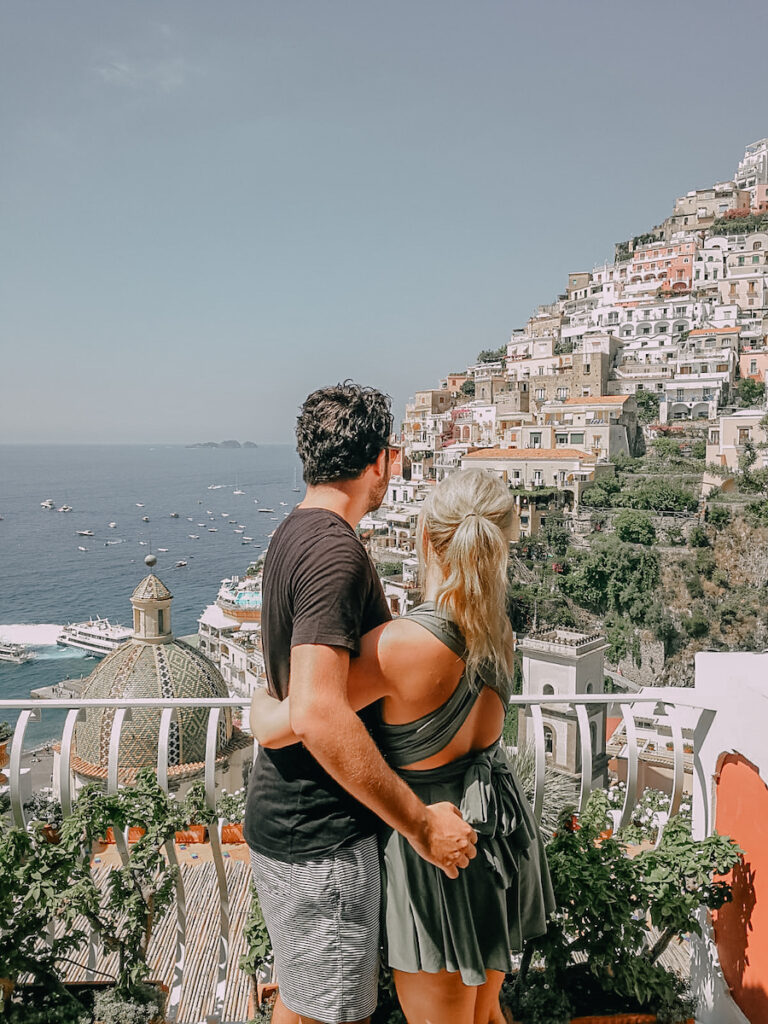 Couple on a ledge in Positano