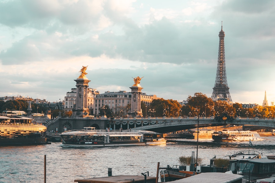 The Seine river in Paris during a beautiful sunset.