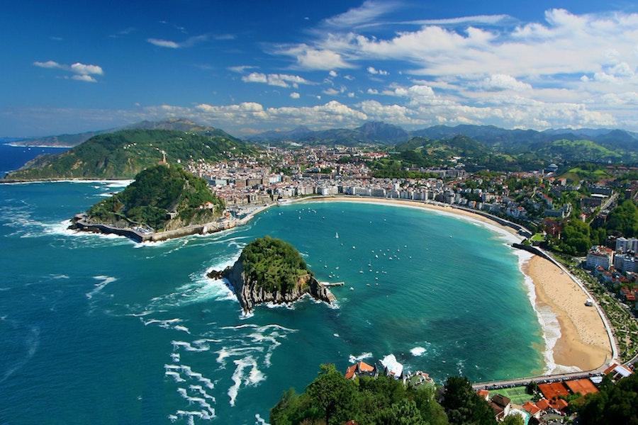 Bluewater beach and city in San Sebastian