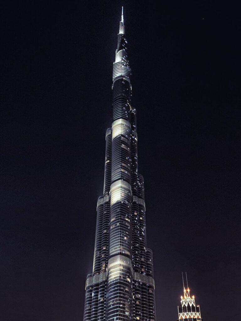 Tallest building in Dubai at night